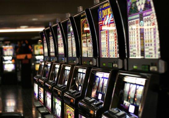 Снимайте свои выигрыши легко в азартном клубе Superslots